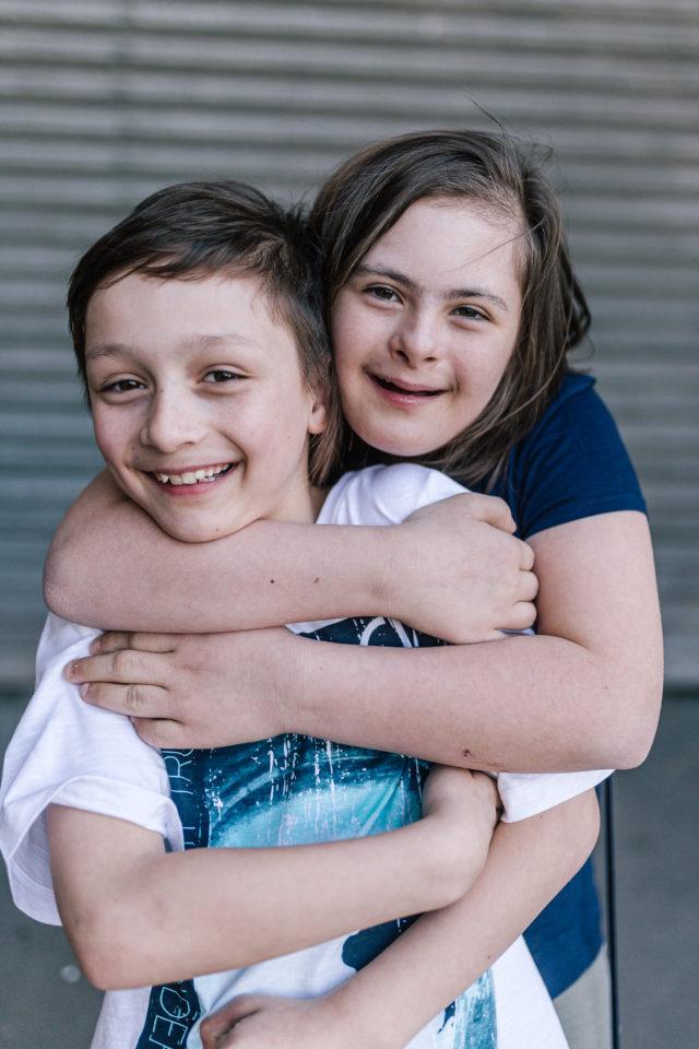 Geschwister von Kindern mit Behinderung Down Syndrom